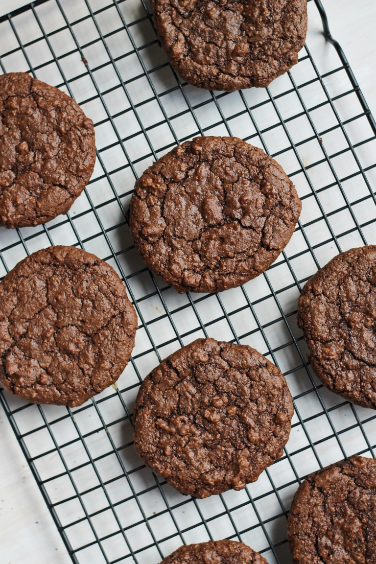 vegan dark chocolate molasses cookies on cookie rack