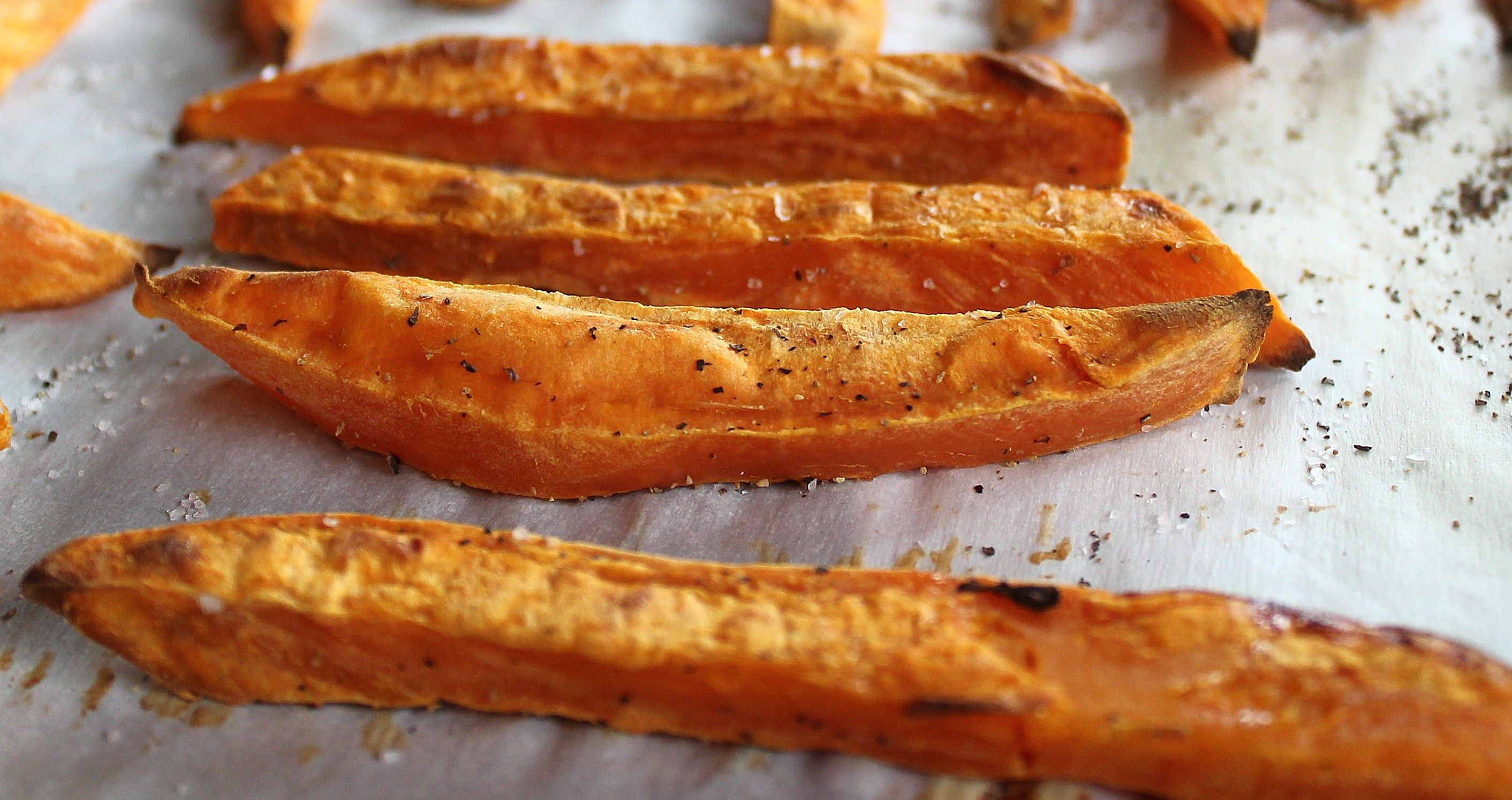 Crispy Sweet Potato Fries And Spicy Cream Sauce Oil Free