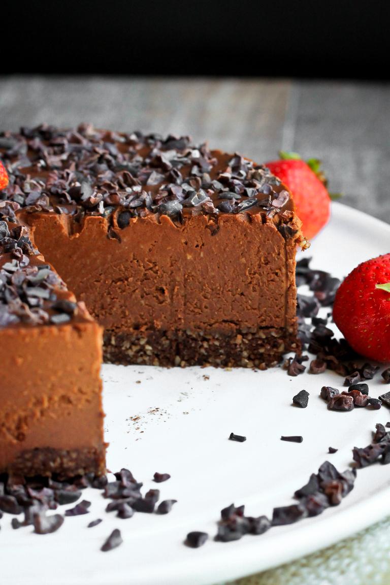 Vegan Raw Cookie Dough Chocolate Cake | The Vegan 8