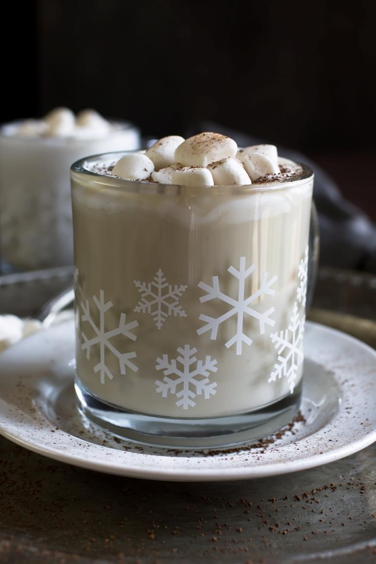 Homemade Dairy-Free White Hot Chocolate | The Vegan 8