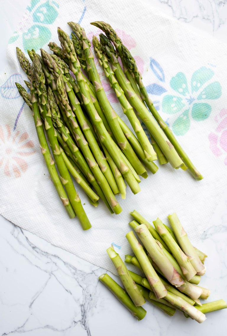 trimmed asparagus spears on paper towel