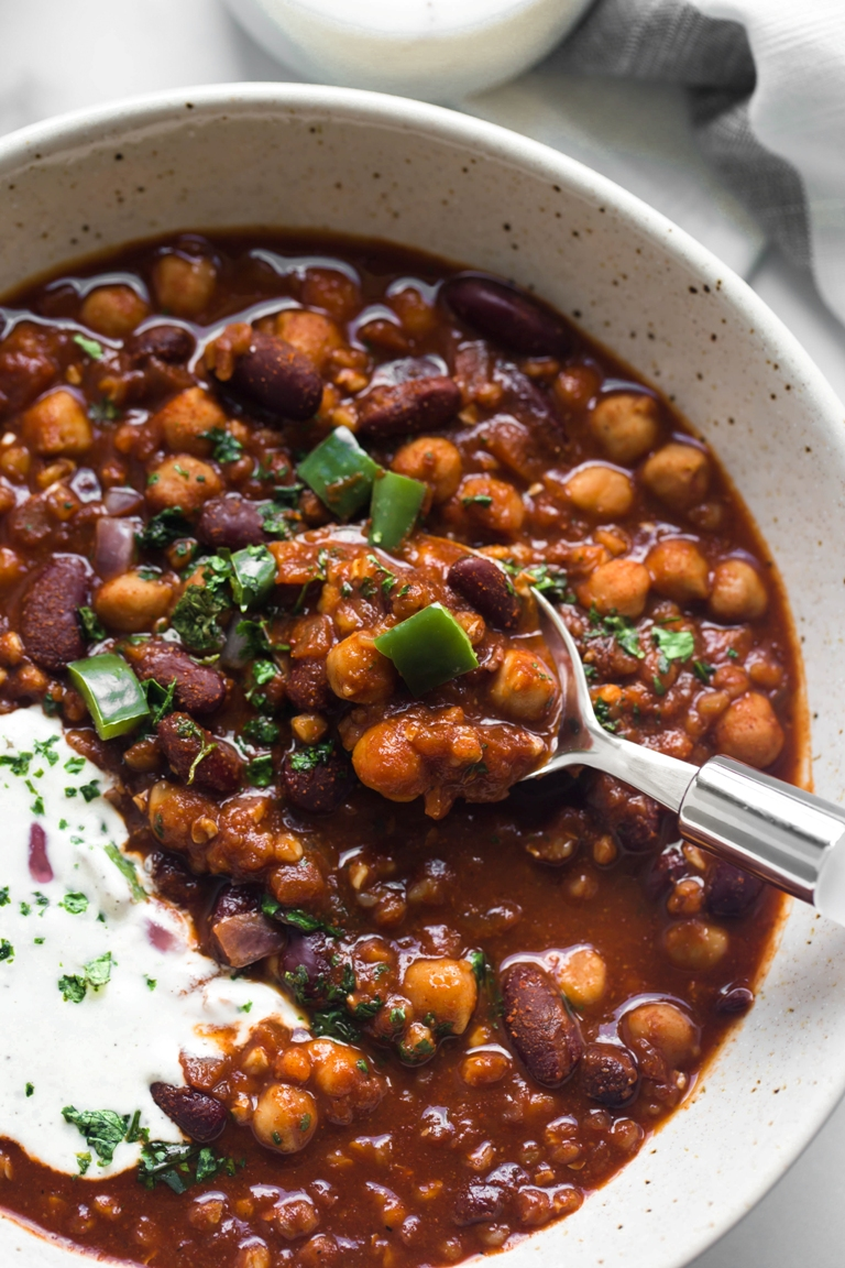 Hearty Vegan Chili (Oil-free)